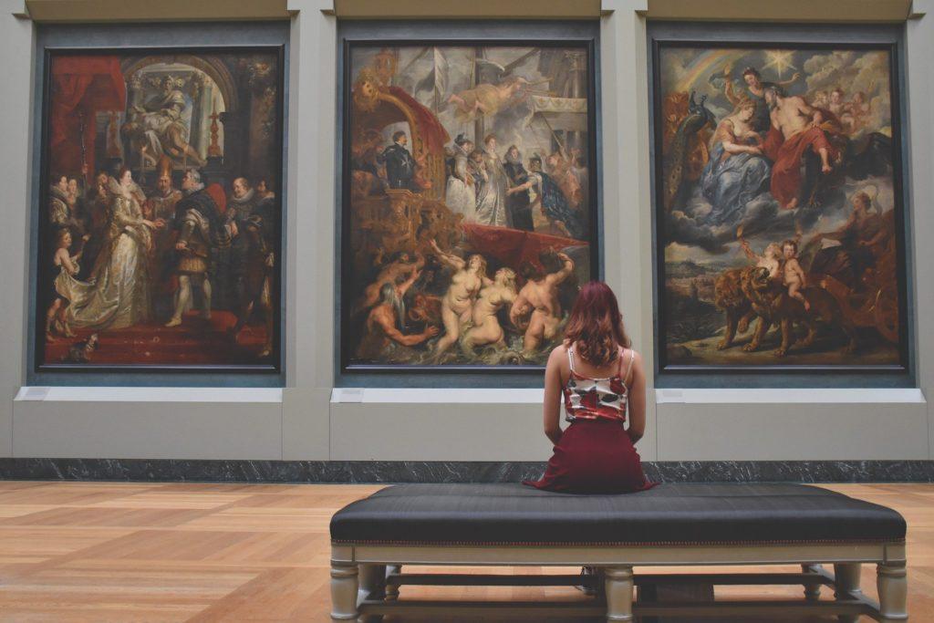 Frau Museum Kunst